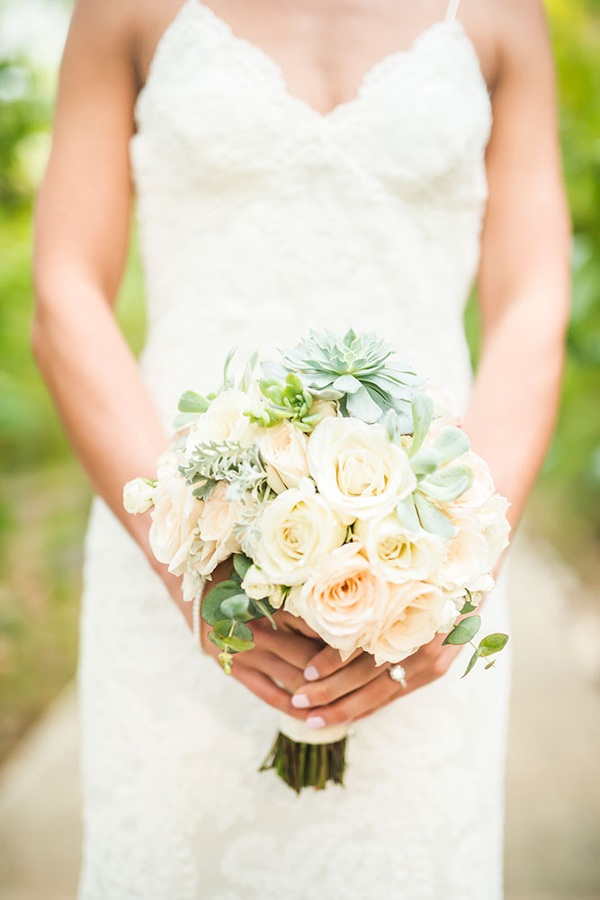 Costa Rica Wedding Bouquet / Design: Mil Besos / Photo: Stories Photography